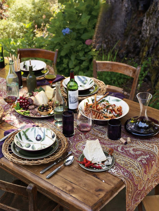Weekend Entertaining: Wine Country Dinner | Taste Williams Sonoma | Simple Thanksgiving Table Setting Ideas