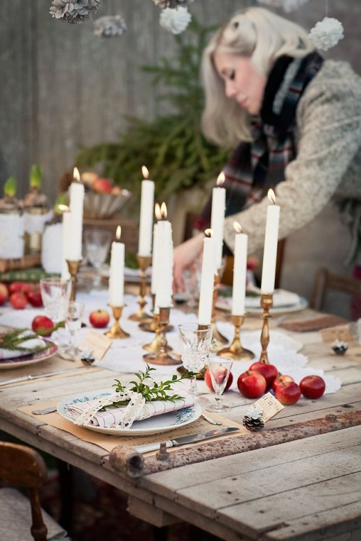 Among red apples, music paper and vintage crockery | Volang | Christmas Tablescape Ideas