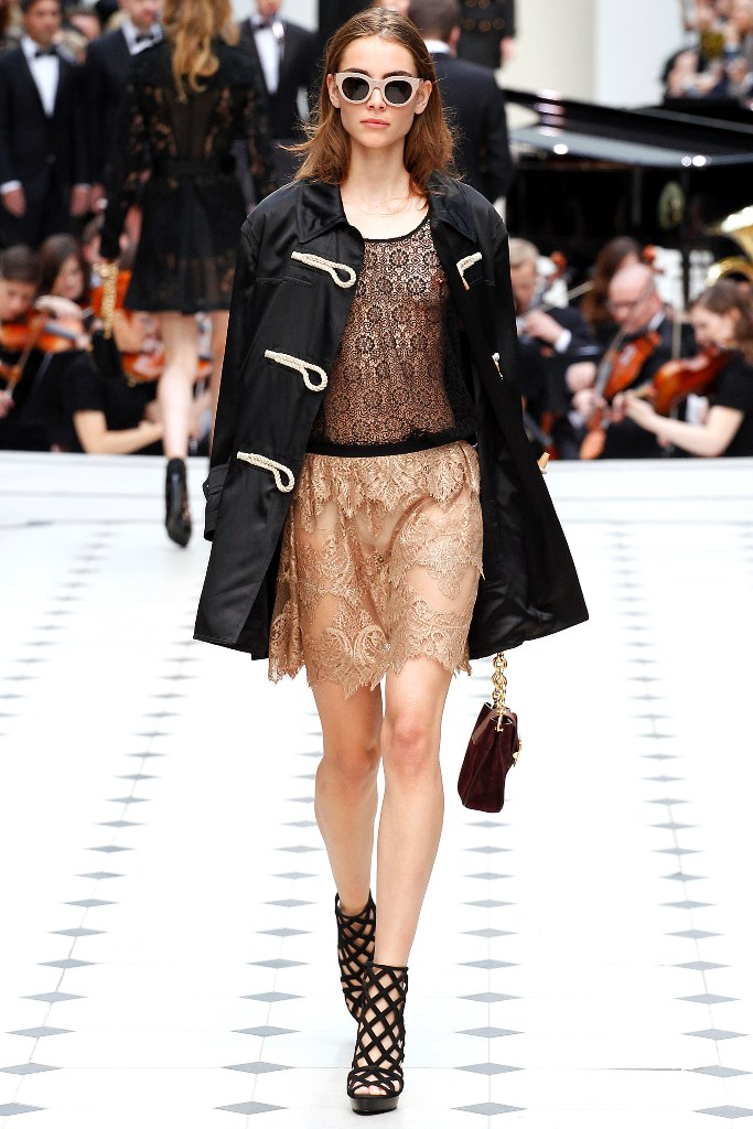 Burberry Prorsum Spring 2016 Ready to Wear Look 14 - Spring 2016 Ready to Wear Looks