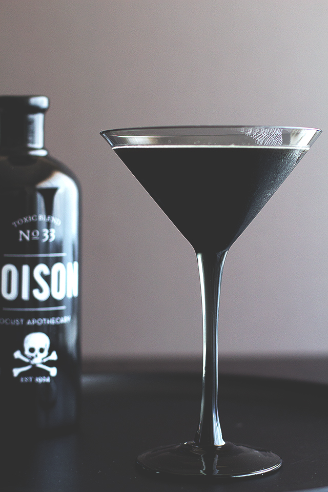The Black Beard Cocktail | Honestly Yum | 8 Eerie Halloween Cocktails