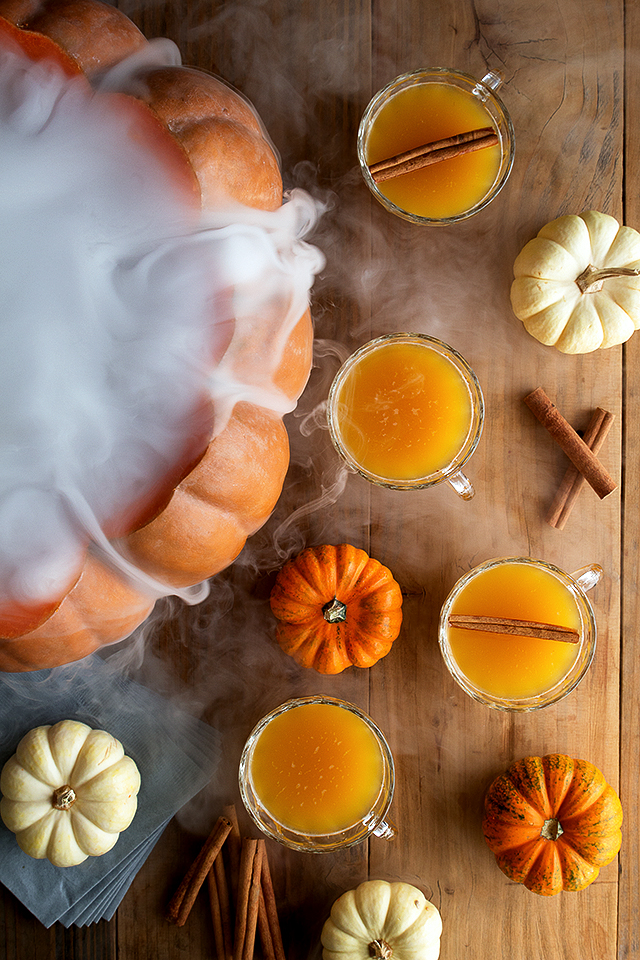 Halloween Pumpkin Punch | Honestly Yum | 8 Eerie Halloween Cocktails