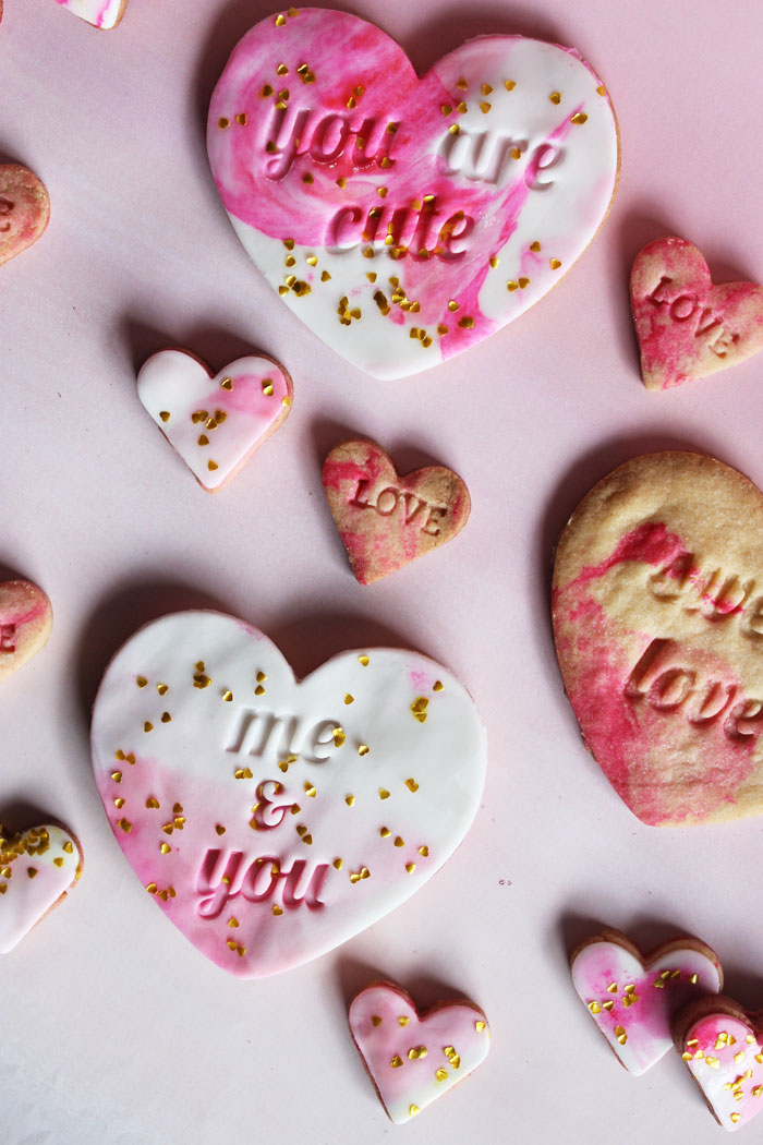 Valentine's Day Ideas - Sweetheart Marble Fondant Cookies | Poppytalk
