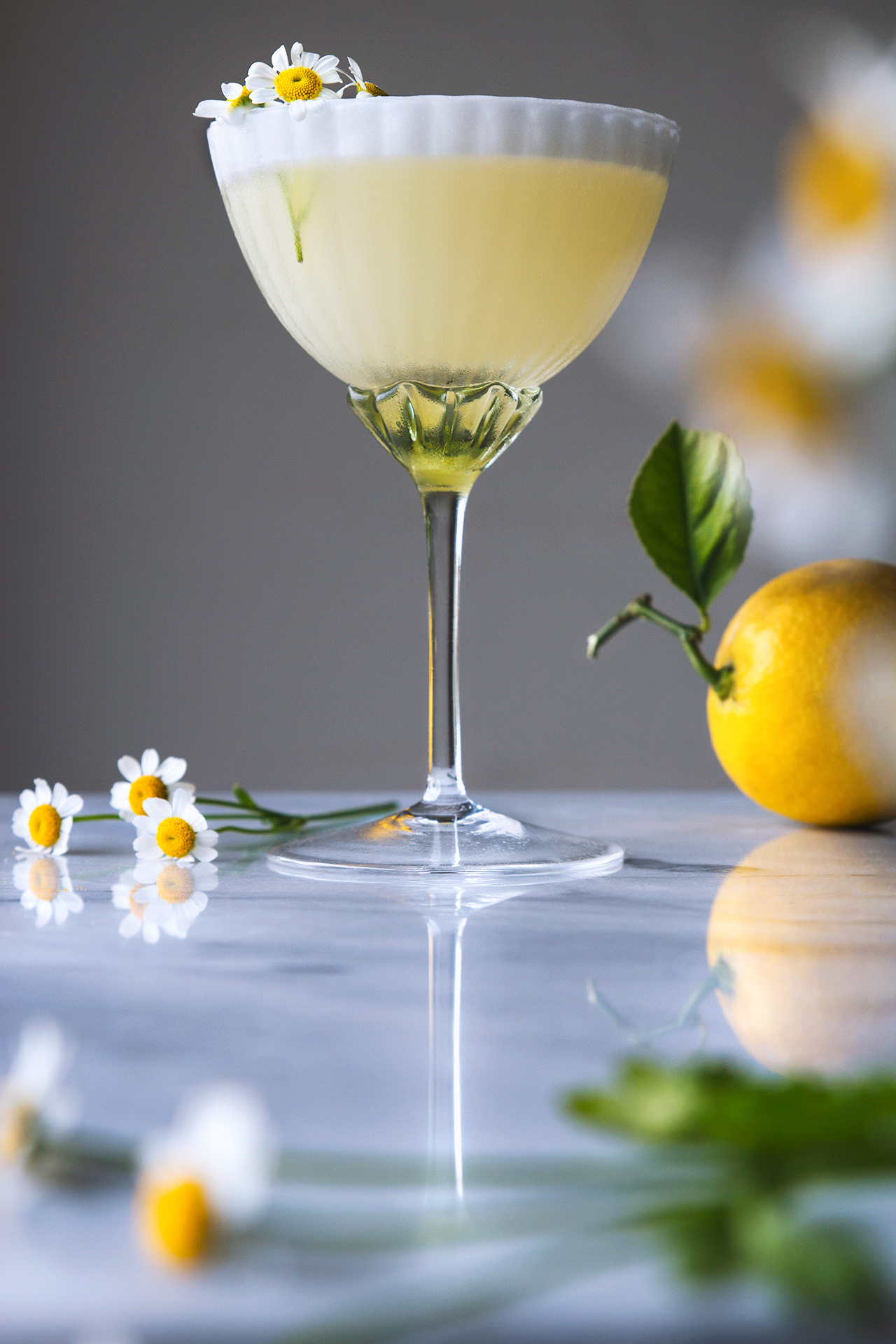 8 Refreshing Spring Cocktails - Lemon Chamomile Spring Cocktail | Honestly Yum