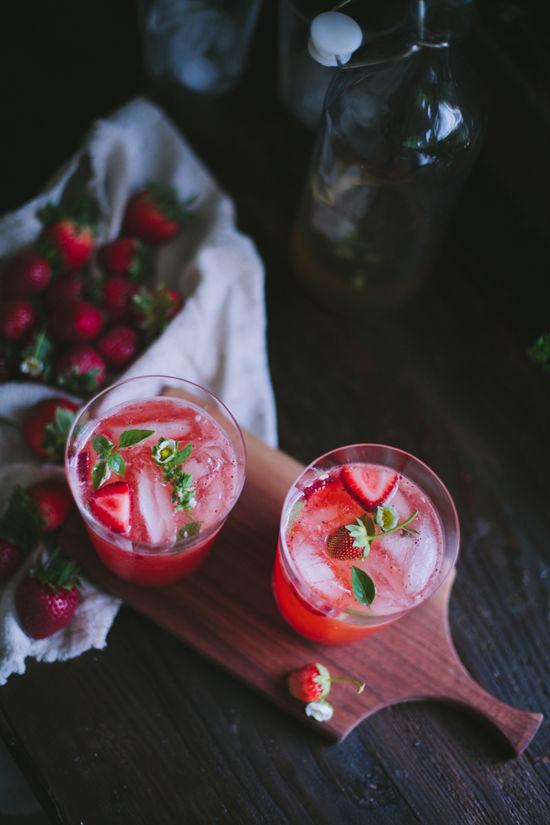 8 Refreshing Spring Cocktails - Strawberry Basil Daiquiris | Design Love Fest