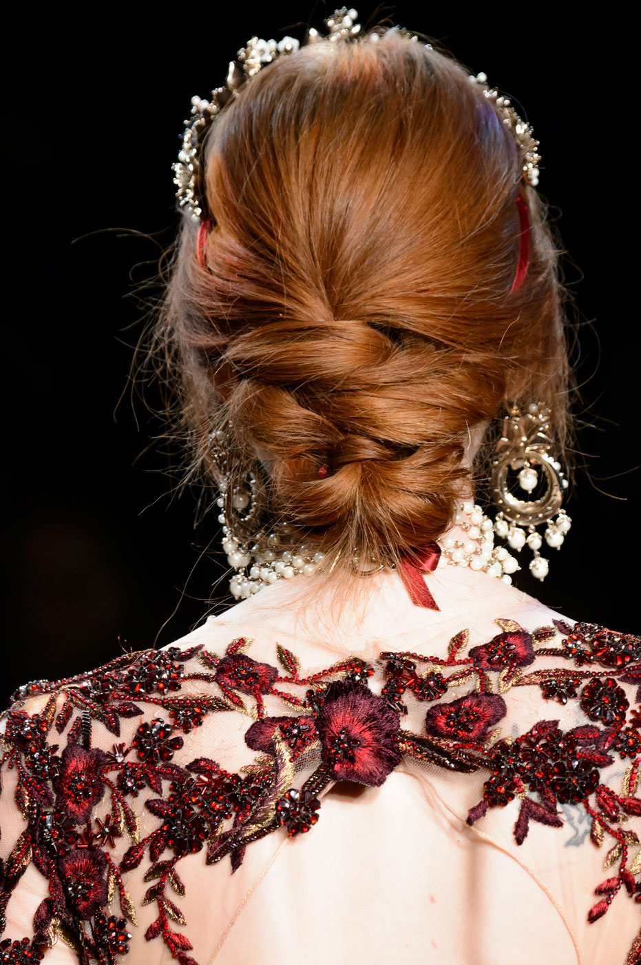The Best Beauty Looks from NYFW Fall 2016 - Marchesa Autumn-Winter 2016 | Harper's Bazaar - 8 Romantic Hairstyles for Fall