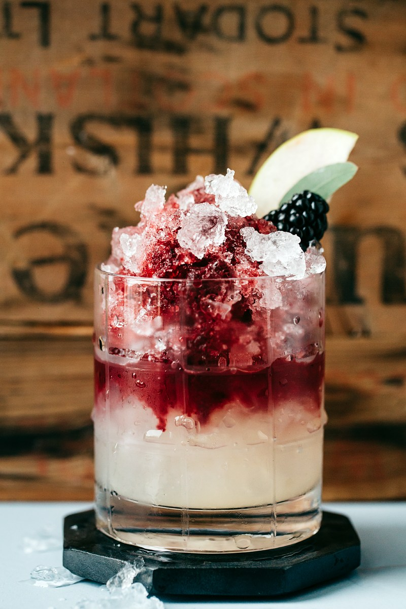 The Italian Bramble (Non-Alcoholic Cocktail) | The Artful Desperado - Pinterest Picks - 8 Tasty Holiday Mocktails