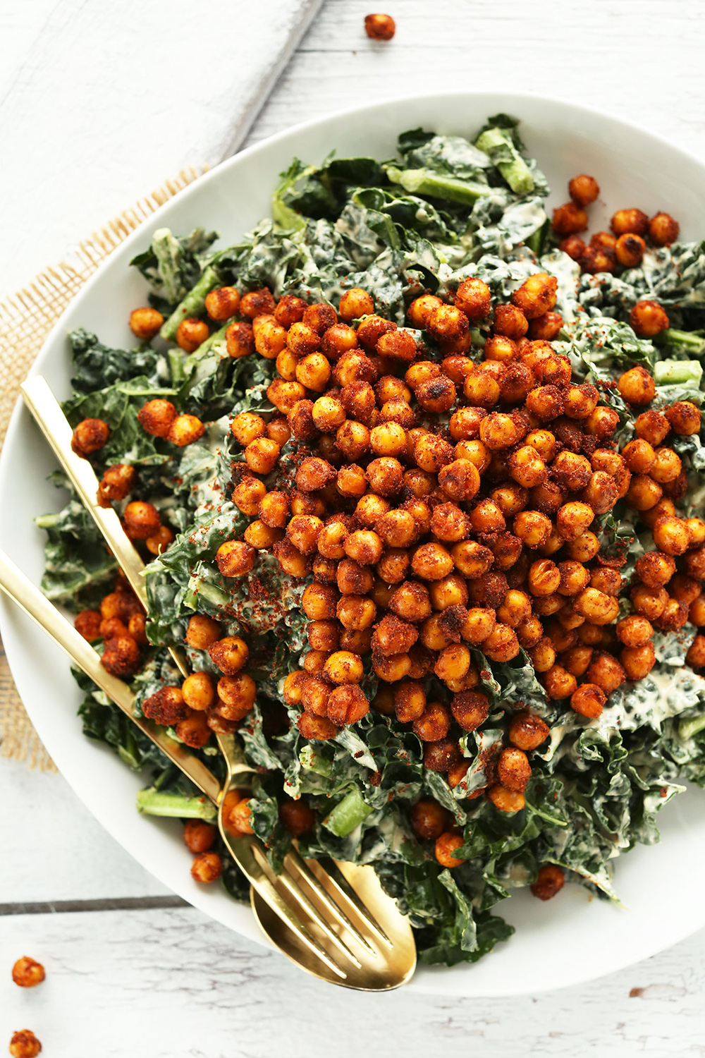 Garlicky Kale Salad with Crispy Chickpeas | Minimalist Baker - Pinterest Picks - 10 Mouthwatering Winter Salads