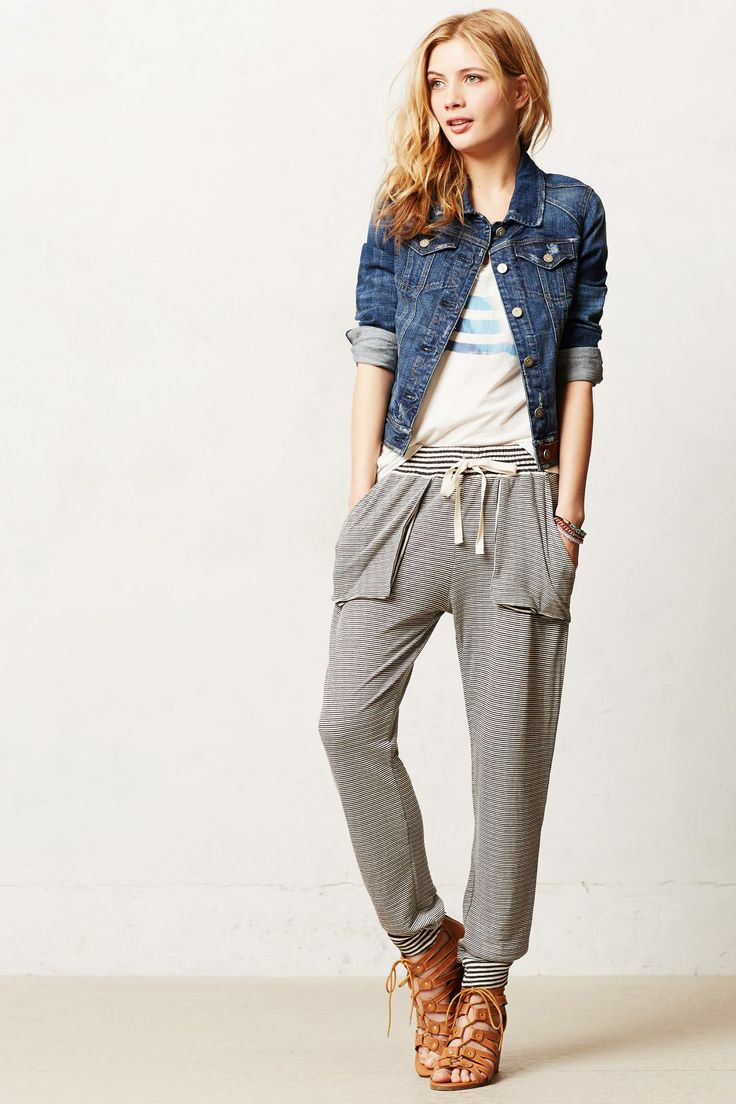 Adaptable Style: Say goodbye to the bulky sweatpants of the past. These joggers make great sporty casual wear. These joggers make great sporty casual wear. In this collection of sweatpants and joggers, you'll find lightweight pants for warmer months, middleweight garments that are ideal for in between seasons or casual outfits, and winter designs that feature fleece insulation for wear on blustery days.