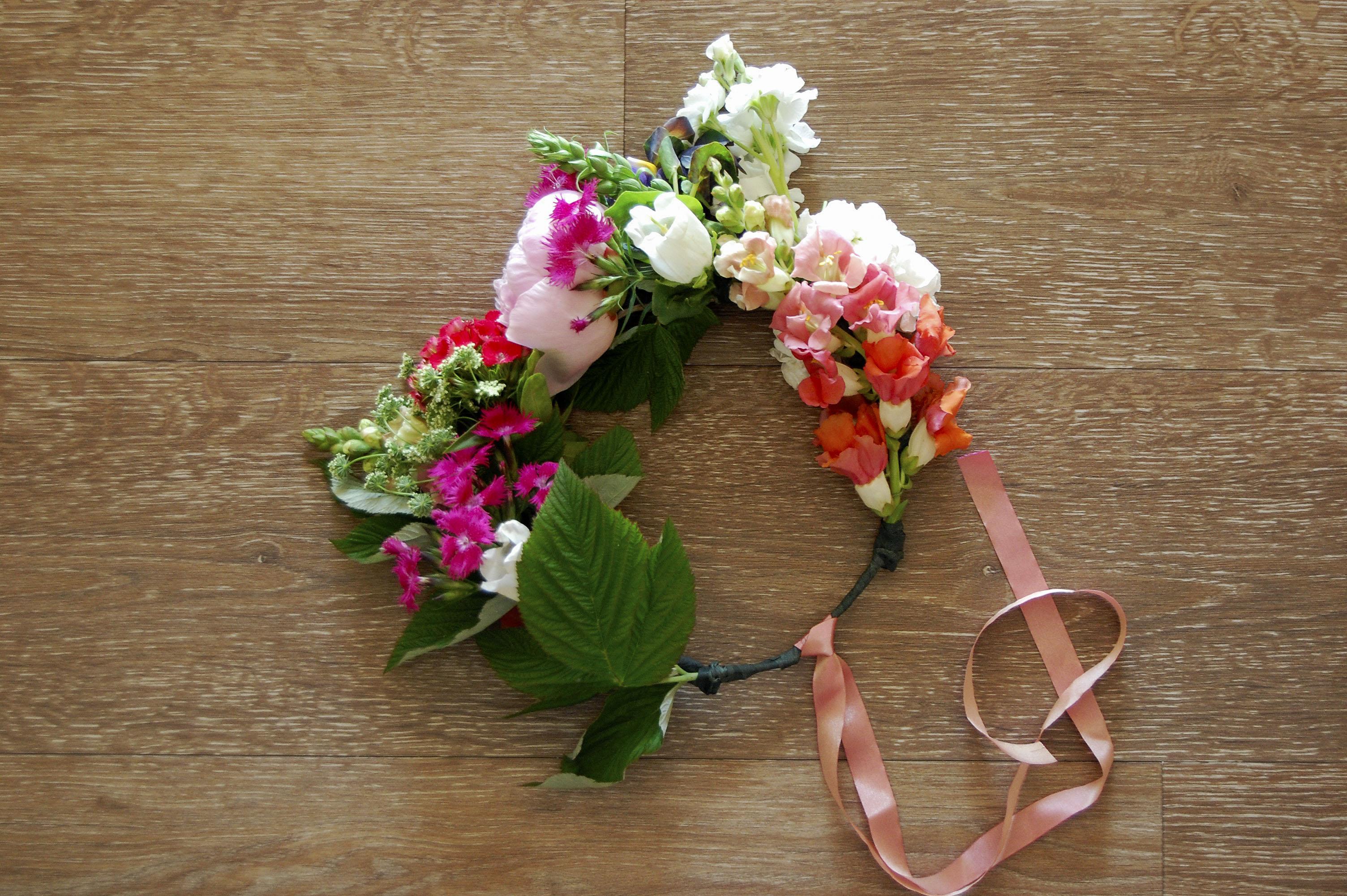 Diy floral crown with real flowers julias floral crown diy floral crown with real flowers izmirmasajfo