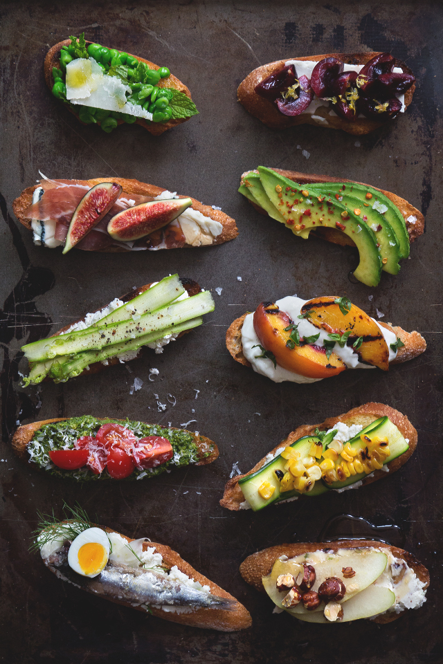 Summer Crostini Party | Honestly Yum | Pinterest Picks - End of Summer Recipes