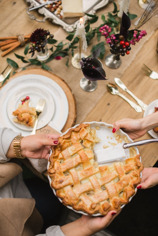 A Cozy Fall Fête | Glitter Guide | Happy Thanksgiving!