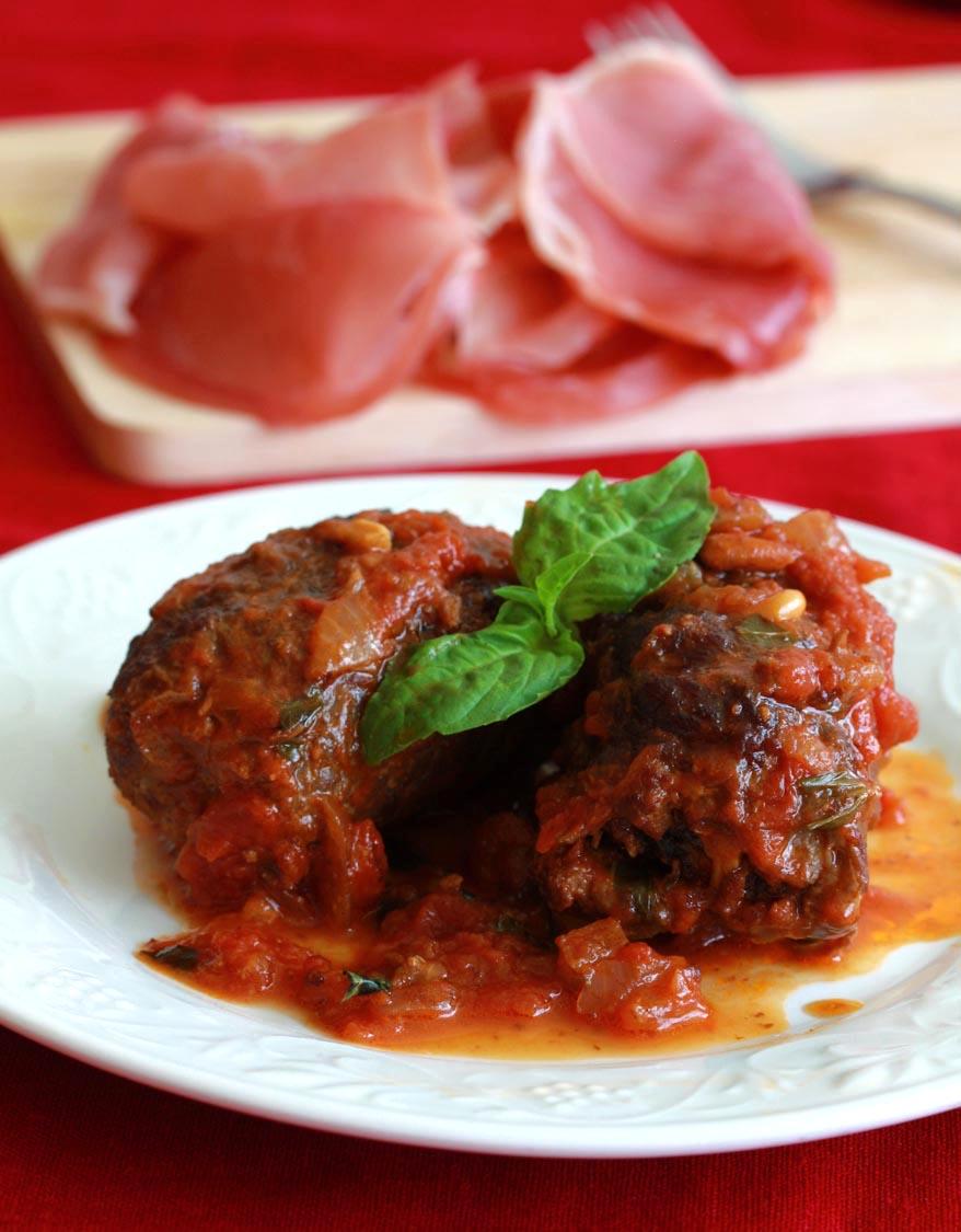 Pass the Proscuitto: Braciole di Manza (Italian Beef Rolls in Tomato Sauce) | Daring Gourmet | Pinterest Picks - Thanksgiving Alternatives to Turkey