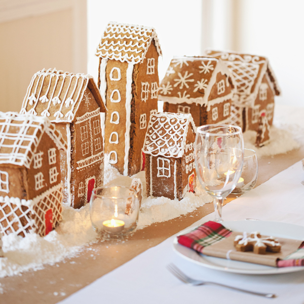 Holiday Centerpiece | DIY Gingerbread Centerpiece | Snippet and Ink | Christmas Tablescape Ideas