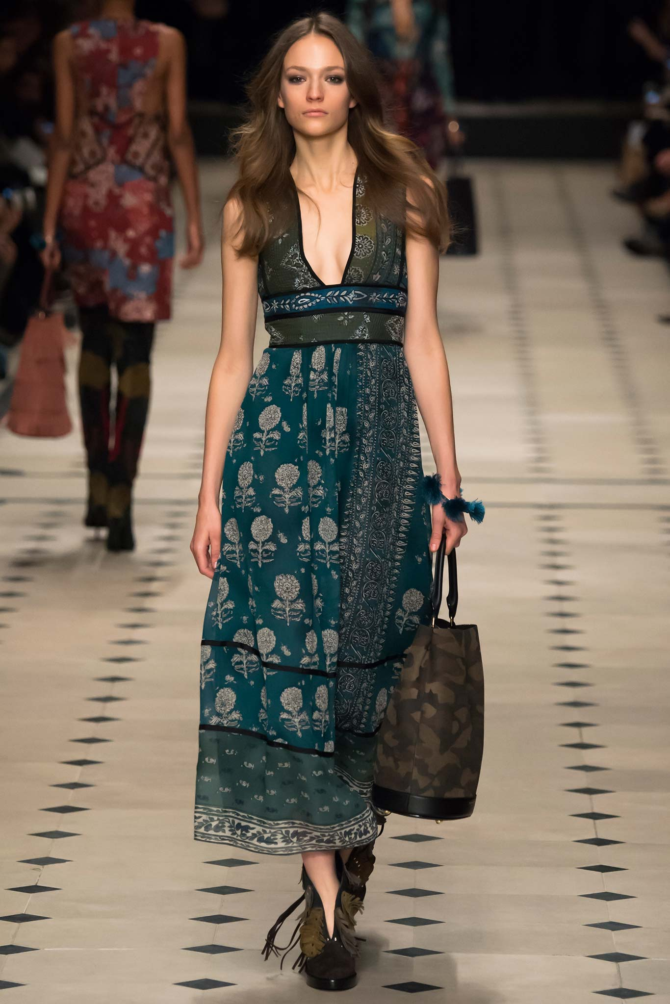 Burberry Prorsum Fall 2015 Ready-to-Wear Photo: Yannis Vlamos / Indigitalimages.com| Style.com | Fall 2015 RTW Runway Looks