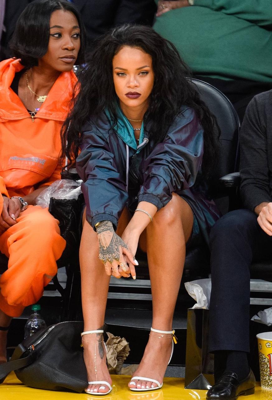 Rihanna at the Staples Center in LA Cavaliers vs Lakers 15th January 2015 | Rihanna's Style