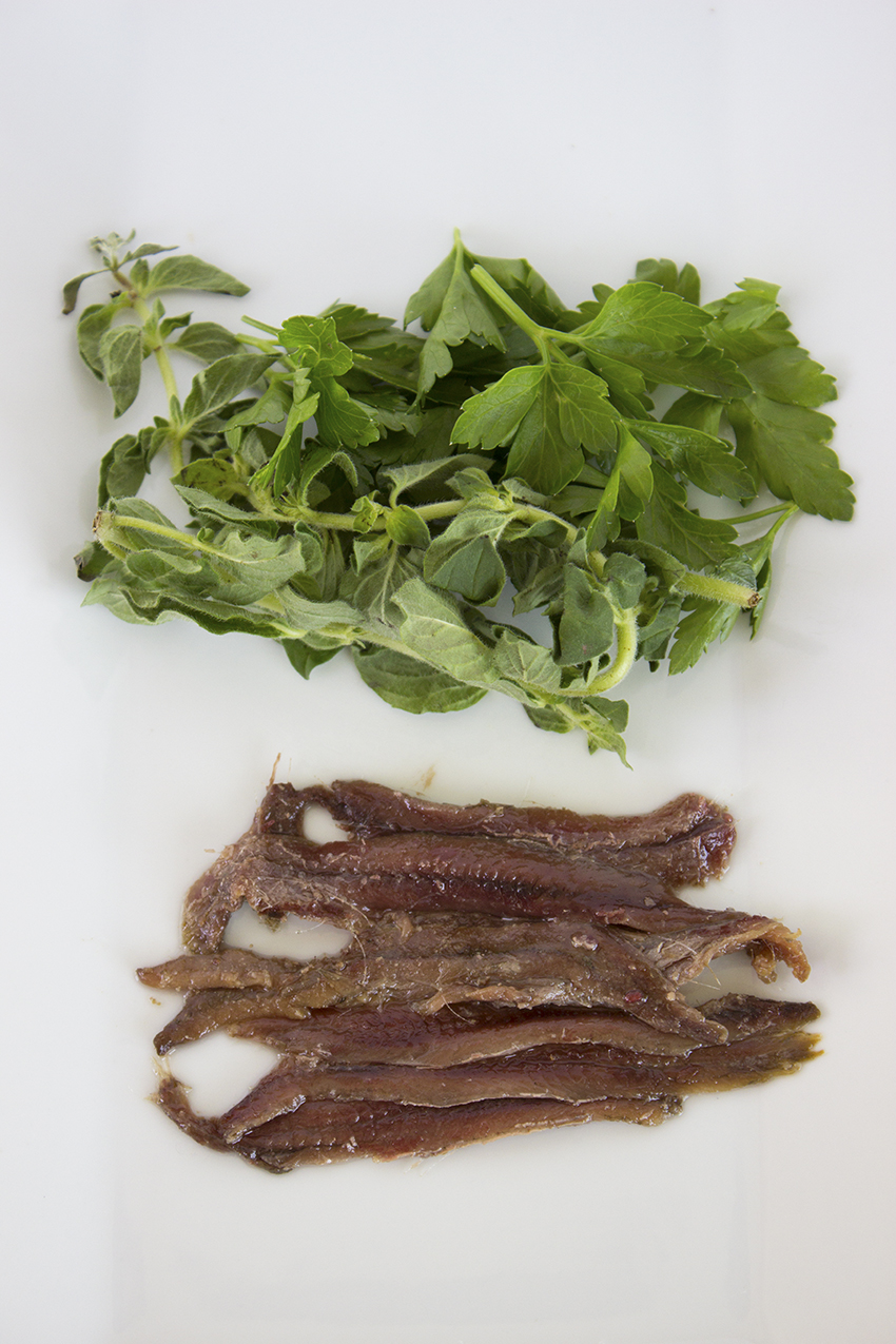 Anchovy fillets parsley and oregano for Anchovy Carbonara