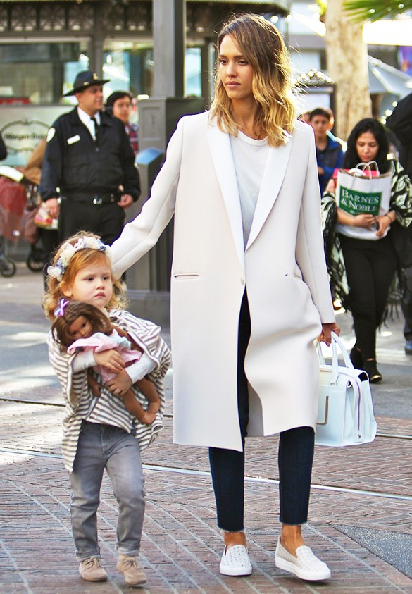 The Foolproof Mom Wardrobe: A Jessica Alba Case Study | Who What Wear | Stylish Celebrity Moms