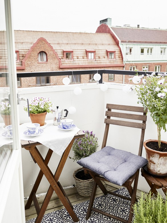 Inside a Charming Studio Apartment With Character | My Domaine | Stunning Small Outdoor Spaces