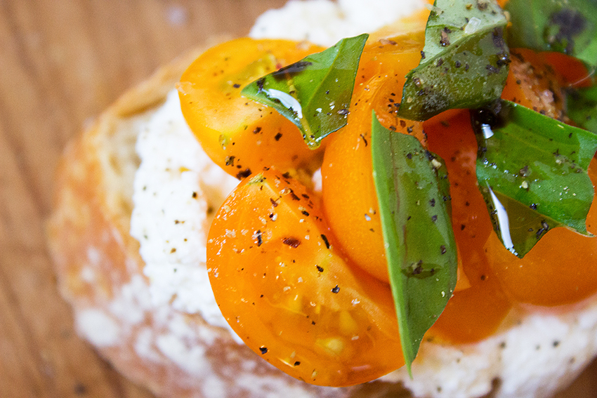 Tomato Basil Ricotta Crostini | Summertime Ricotta Crostini recipe on Style and Cheek