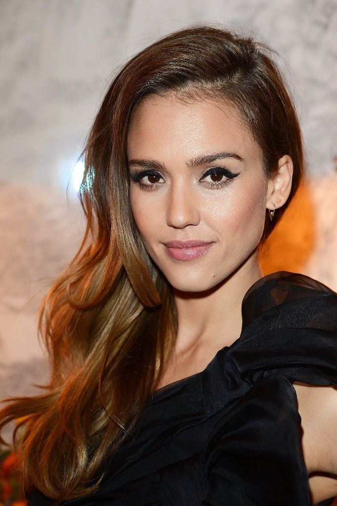 Jessica Alba Side Swept Hair | Popsugar | The It Girl Side Flip Hairstyle