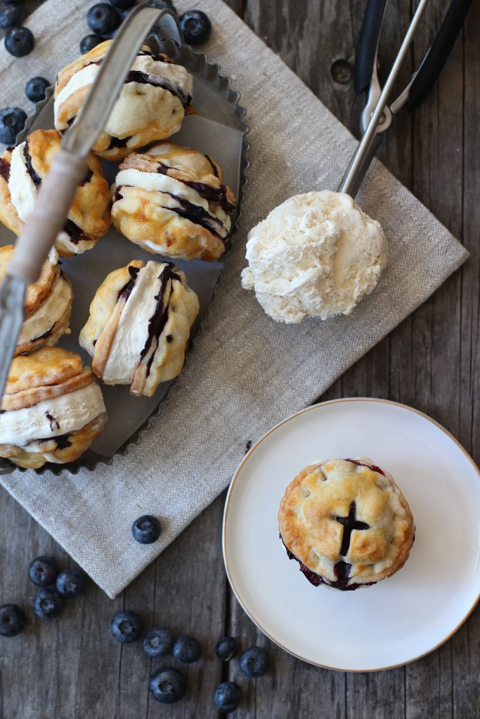 Blueberry Pie Ice Cream Sandwiches | Honestly Yum | Ice Cream Sandwiches