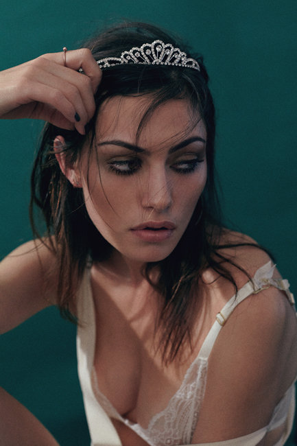 'If I Was Your Girlfriend' Starring Phoebe Tonkin x Chanel | Oyster Mag - Girl Crush Phoebe Tonkin