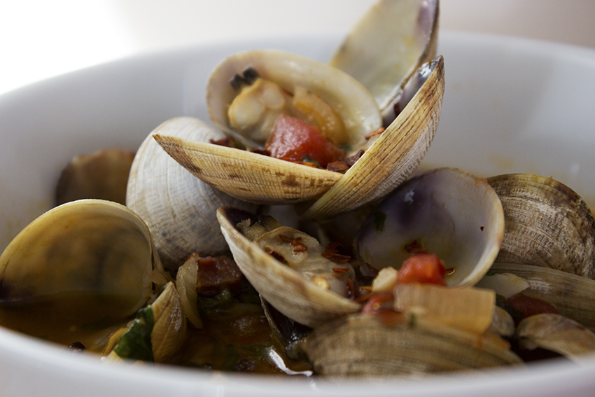 Clam broth with garlic and tomato