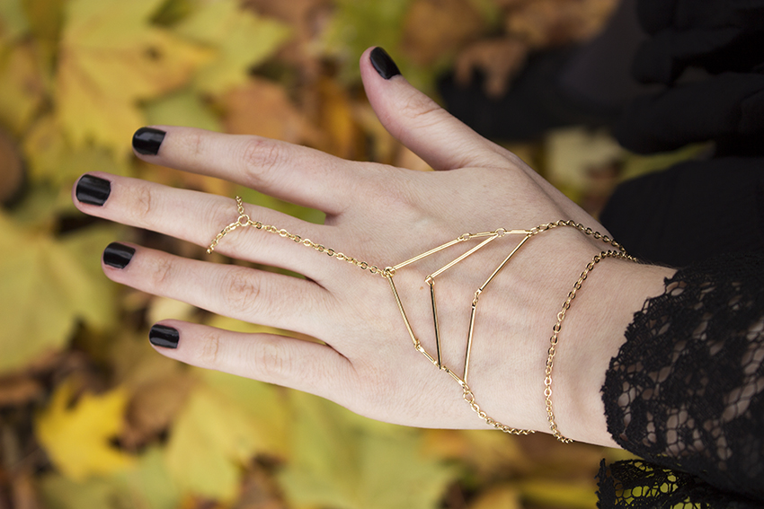 Moorea Seal Northward Hand Chain | Witchy Outfit Post