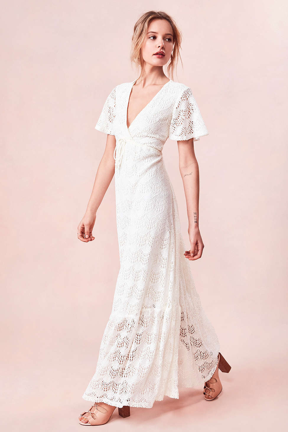 10 Perfect White Vacation Dresses - Kimchi Blue Lace Flutter-Sleeve Maxi Dress