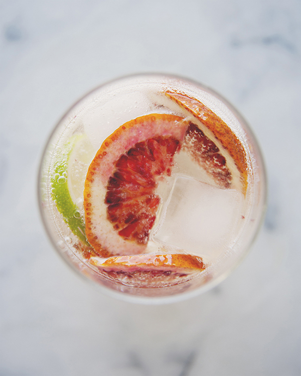 8 Refreshing Spring Cocktails - The Citrus Spritzer Cocktail | Glitter Guide