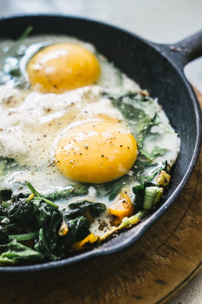 Brunch Recipes for Mother's Day - Baked Eggs with Spinach, Ricotta, Leek and Chargrilled Pepper | Top with Cinnamon