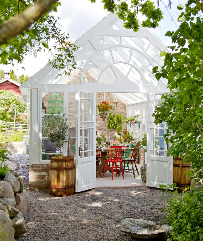 Greenhouse Inspiration - Extend Your Summer in a Greenhouse | Hus & Hem