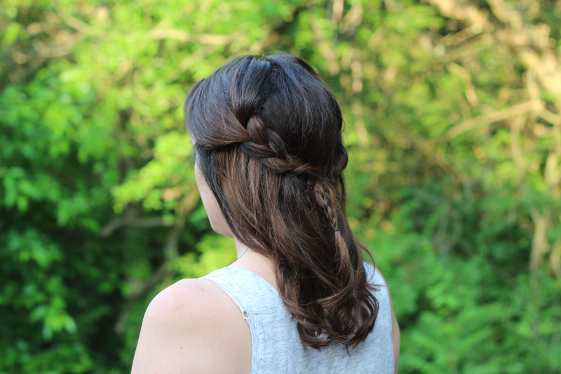 Easy Summer Hairstyles - Half-up Messy Braid | Beauty Basics
