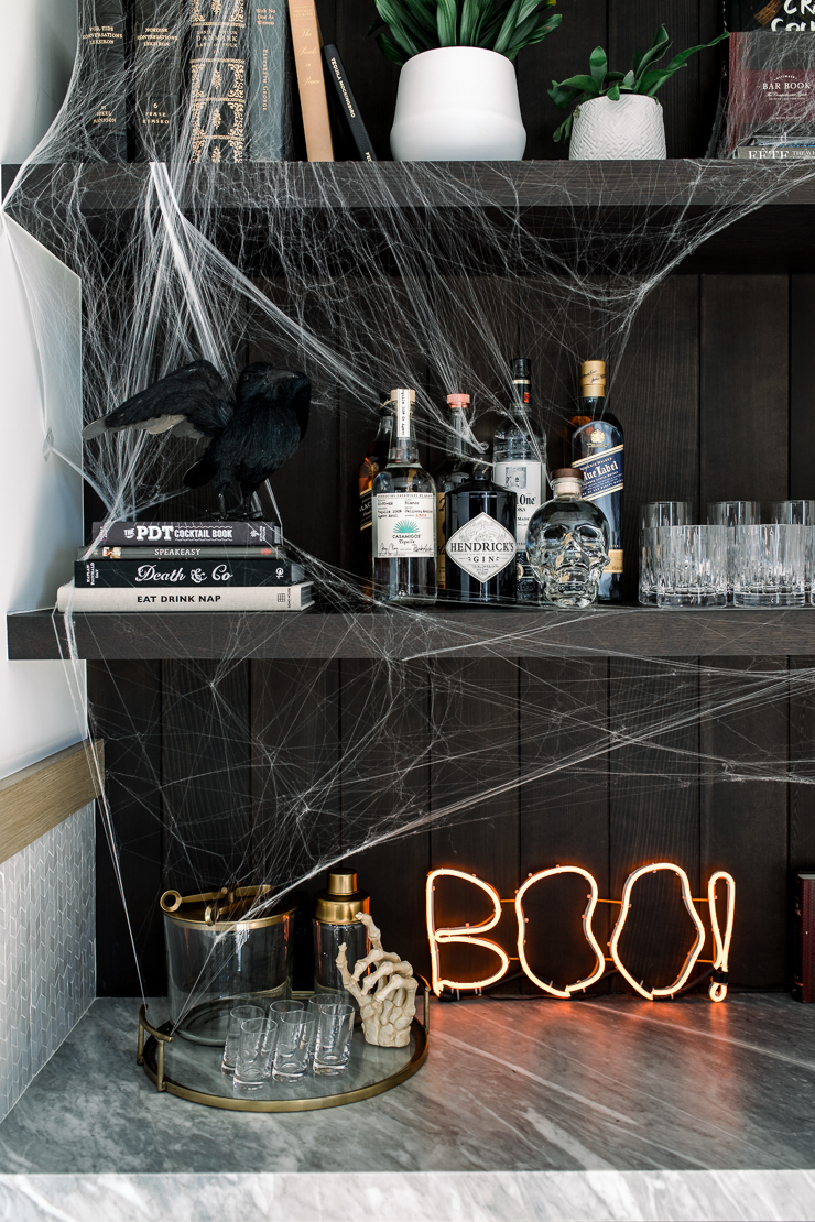 HOW WE DECORATED FOR HALLOWEEN | The Honeybee by Andee Layne | Pinterest Picks - Halloween Decor